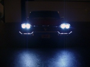 car_at_night_headlights